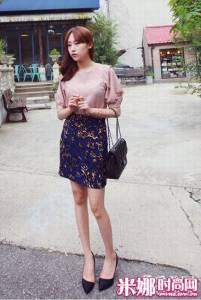 雪紡衫+包臀裙 初秋搶仙時尚