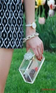 [街頭畫報] 撲克牌樣的手包 街拍玩趣時尚你敢挑戰嗎?