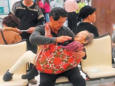 現代版24孝,別羨慕別人爸媽是郭台銘,很多爸媽也很羨慕人家兒子是郭台銘