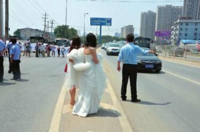 此女活該!結婚新娘不上車,新郎轉身娶舊前任!