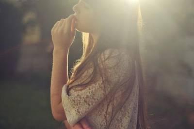 我很想做個小女人 ,在累的時候會有個人摸摸我的頭!