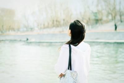 不必停留在過去,也不要去回憶從前