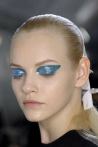 新藍色眼妝,其實更適合你