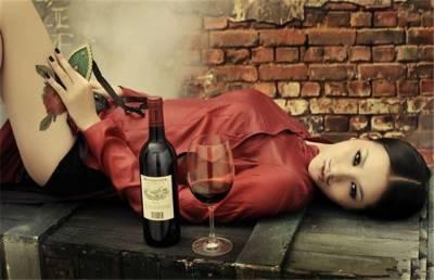 喝酒的女人和上網的女人,寫的真好!