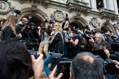 【街拍速報】迷你迷你迷你! 巴黎時裝週所有潮人都在拿的單品是…!│美麗佳人