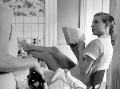 ☀女人,別活得像支煙似的,讓人無聊時點起,抽完了彈飛...