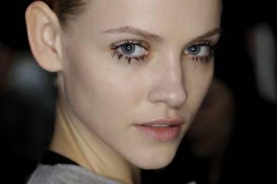 睫毛膏結塊也美的冒泡