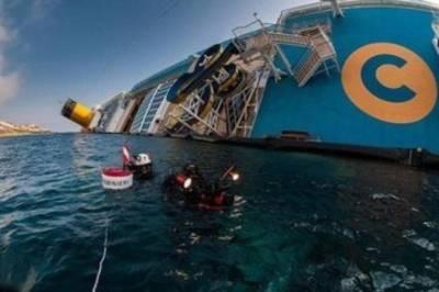 夫妻遭遇船難,丈夫只顧自己跳上救生艇。妻子站在漸沉的船上,喊出了一句話…
