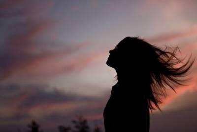 忍著眼淚,寫給相愛卻不能在一起的人