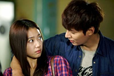 亞洲男人不善言語表達!男人8種行為等同於說:「我愛你」,男女都必看!