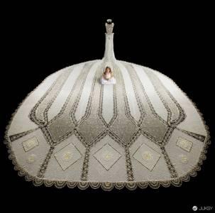 重達180斤的「珠子婚紗」 新娘穿上後動彈不得...