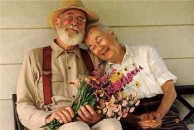 只有這樣的男人才會陪你一起慢慢變老,你知道嗎?(聰明女人必看,朋友圈瘋轉)