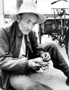 他感動了中國,卻沒有感動CCTV的冷漠評委!希望大家看到後都能轉一下,讓我們為老人祈福吧!!