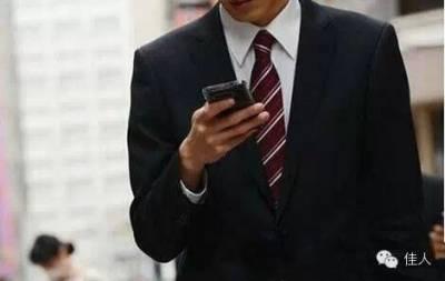 男人把發給情人的曖昧短信發給了爸爸,然後……