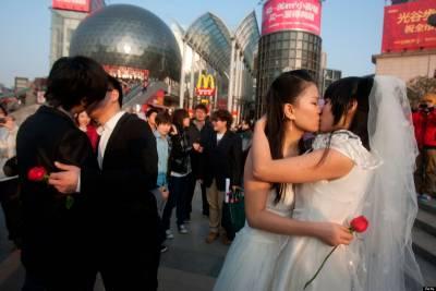一個「女同性戀」嫁給「男同性戀」後,發生一堆驚奇的事。。。