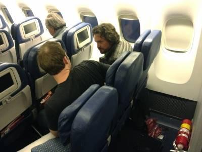 一位「留學生」在飛機上與隔壁「億萬富翁」的對話,看完勝讀十年書啊!