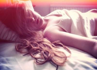 世上真有「睡美人」!睡著超過1小時就會死!老公每40分喚醒她...太感人!!