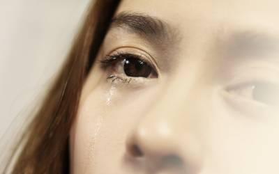 男人就像洋蔥,剝到最後你才知道洋蔥是沒心的...但此時妳以淚流滿面...