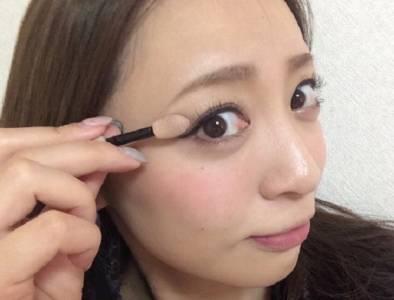 每天使用的恐怖刷具!眼妝需「避免使用眼影棒」的3大原因,第2個原因太恐怖了.....