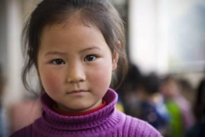 她12歲,供四個哥上大學,車禍走了…哥哥們為她穿孝衣!