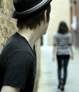 分手後,如果他已經不愛你,請不要挽留他
