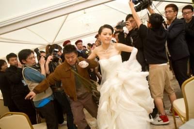 婚禮當天,新娘駕車狂逃!!竟然是因為…!