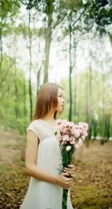 我愛你不是因為你是誰,而是和你在一起我可以是誰...