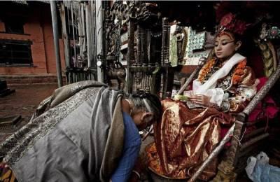 探秘的尼泊爾『活女神』:腳不沾地,月經來潮即退休... 歡迎分享)