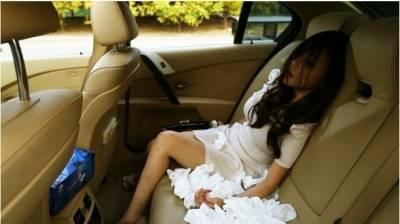 天啊!少女在寶馬車裡為了15分鐘快感....竟然把自己給搞死了!!!