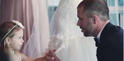 這個新郎的誓詞超感人!但他不是對著新娘說,而是對著她的女兒…