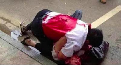 ❤昨天下午一個男人為了女友的尊嚴,他被3刀捅死......