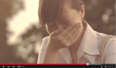淚崩!18歲未婚生女,受盡歧視嘲笑…當她流淚說出真相時,所有人都沈默了…