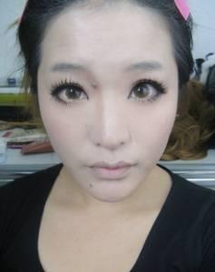 整形級化妝術 看完我差點被嚇到暈倒....