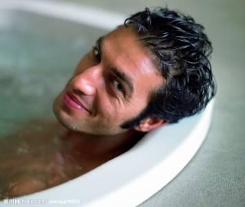 洗澡方式的背後揭秘男性出軌指數,你信不信