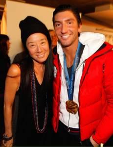 她63歲,離婚一次,再嫁小36歲帥哥滑冰冠軍!因為她有一個特質是其他女人都沒有的!