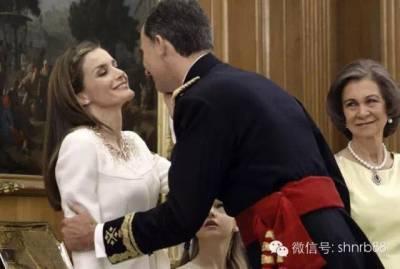 這個42歲的女人,離婚後,她當上了王后!她曾經過得那麼慘…