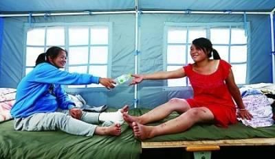 魯甸地震廢墟下兩孕婦互相鼓勵