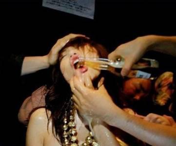 資深夜店酒保的口述:女孩要懂著保護自己 不要讓杯子離開妳的視線~(請轉發給你的女性朋友)