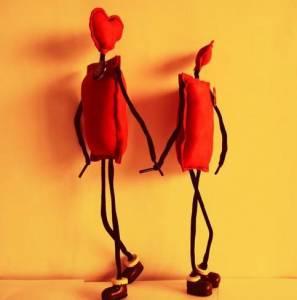 男人跟你接吻時的小動作,暗示了他對你是不是真心?