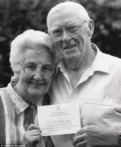 他們是最恩愛的夫妻,即使死亡也無法將他們分開,哪怕一天...