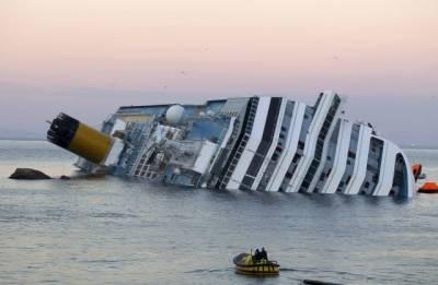 夫妻遭遇船難,沒想到無情丈夫竟然只顧自己跳上救生艇!妻子站在漸沉的船上,喊出了一句話…