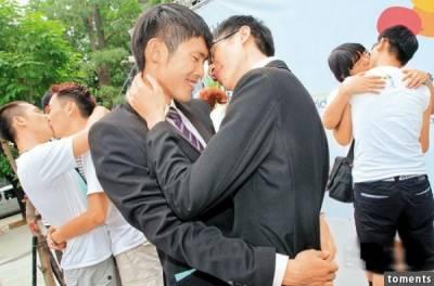 為了逃避父母催婚,一個「女同性戀」竟嫁給「男同性戀」,生下一個孩子後,竟然讓各自的伴侶發生這種事...