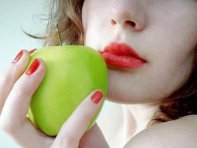 嘴唇不吃妝超難看?教你妝前護理法,只要照著做~立即擁有完美唇妝