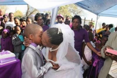 9歲男童和62歲婦女的結婚典禮真是太獵奇了!而他們結婚的原因竟是因為這個瞎爆了的理由!