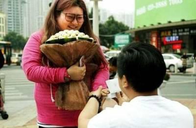 怕正妹女友被搶走,竟然把她從50公斤養到100公斤...這名男子最後還跟她求了婚!結果...