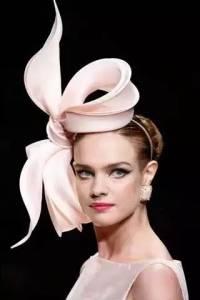 太猛!她從小貧苦,卻能讓自己當上超模!19歲嫁皇室,28歲離婚帶三個孩子又嫁LV太子…她是這樣辦到的!