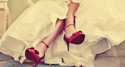 婚姻是一雙鞋,不論什麽鞋,最重要的是合腳;不論什麽樣的姻緣,最美妙的是和諧!