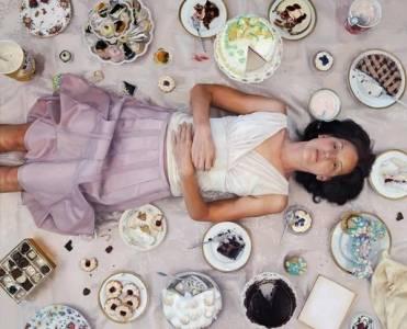 天啊!這些女人吃零食的樣子看了真會讓人感到...