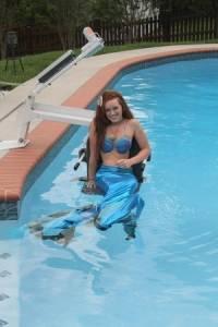 【分享正能量】癱瘓也攔不住她的夢想- 輪椅上的美人魚