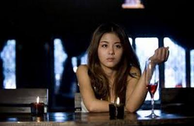 會喝酒的女人+會吸煙的女人= 讓人完全意想不到!
